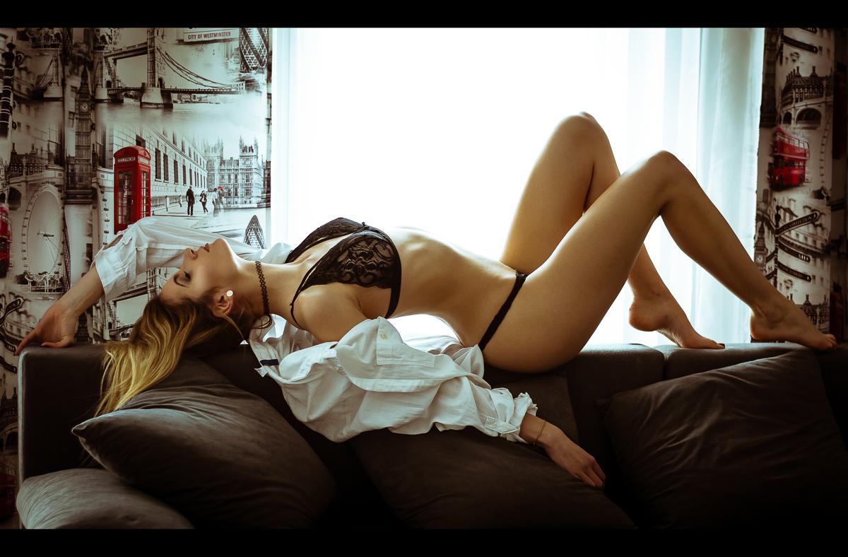 Jak pozować do zdjęć sensualnych? Współpraca z niedoświadczoną Modelką
